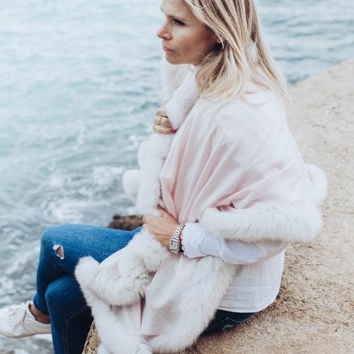 Fur shawl pink