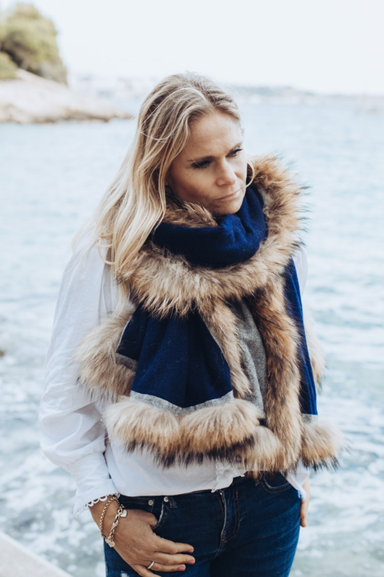 Reversible shawl grey blue