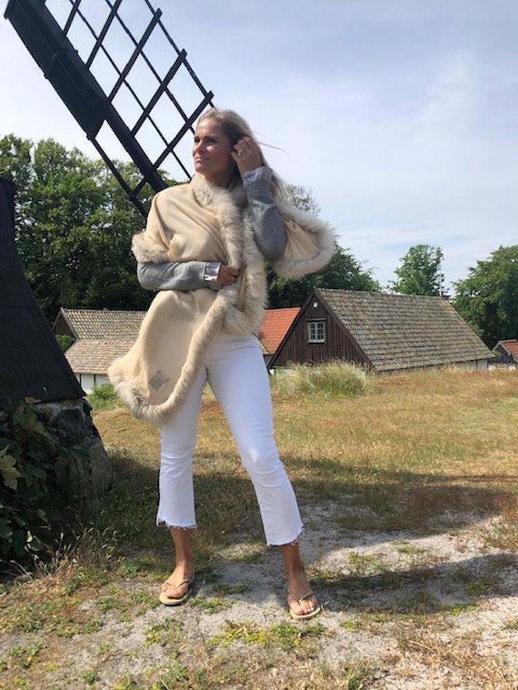 Fur shawl beige