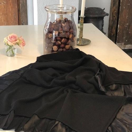 Silk frilled knittd cashmere shawl black