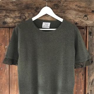 Cashmere sweater, short sleeve,  silk detail olive