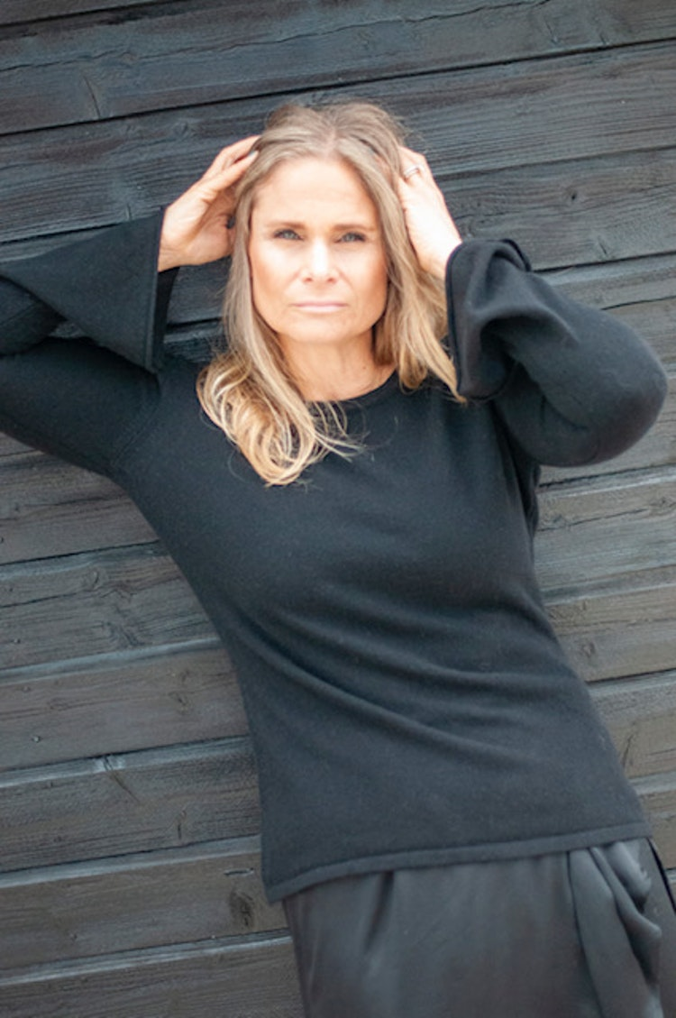 Cashmere sweater, bell shaped sleeve,  black