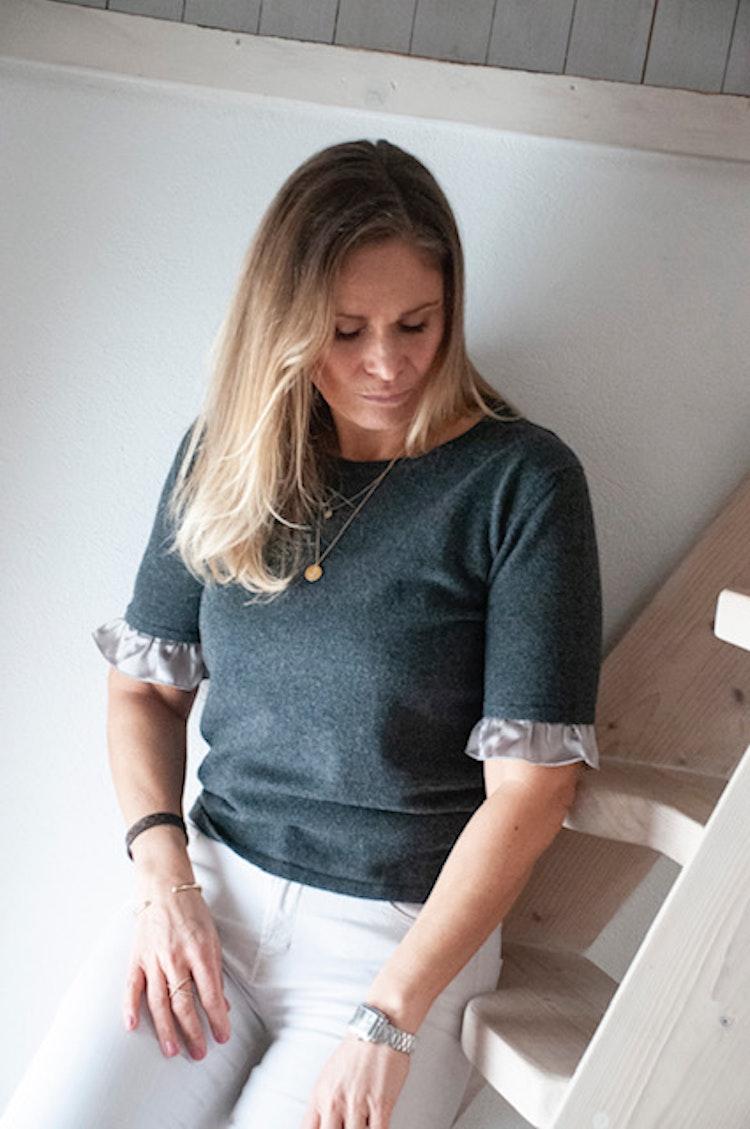 Cashmere sweater, short sleeve,  silk detail grey