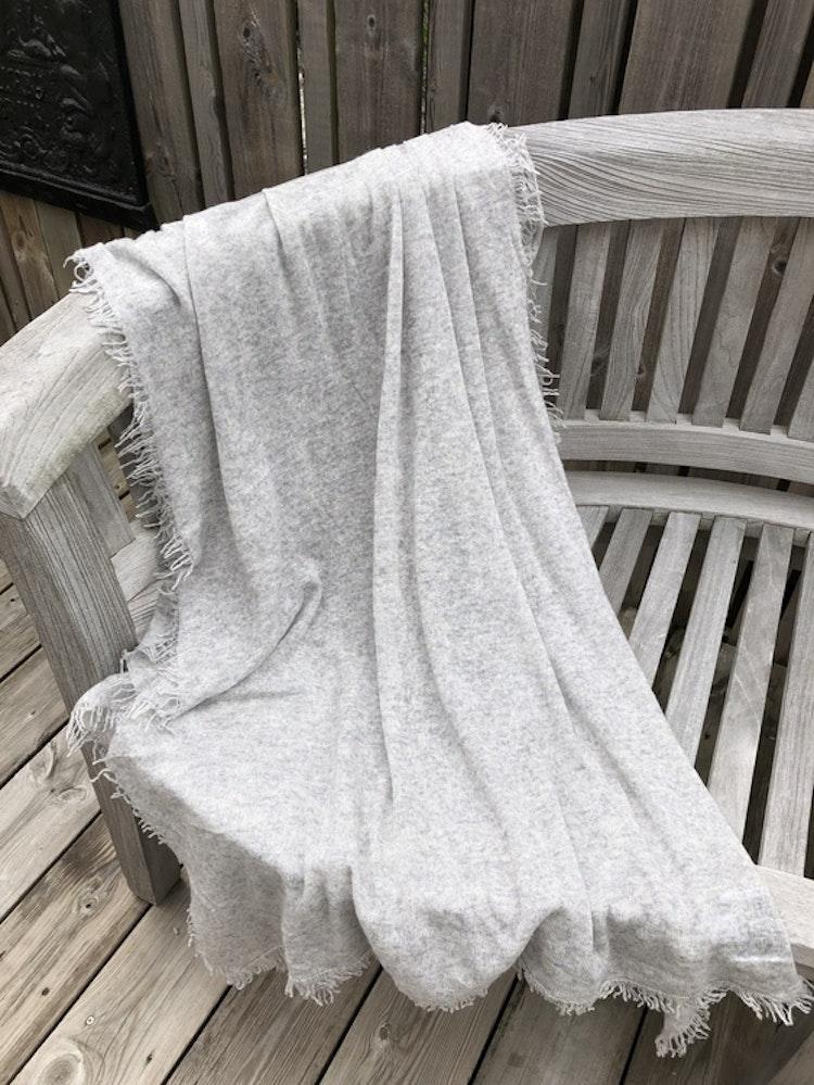 Natural cashmere shawl grey