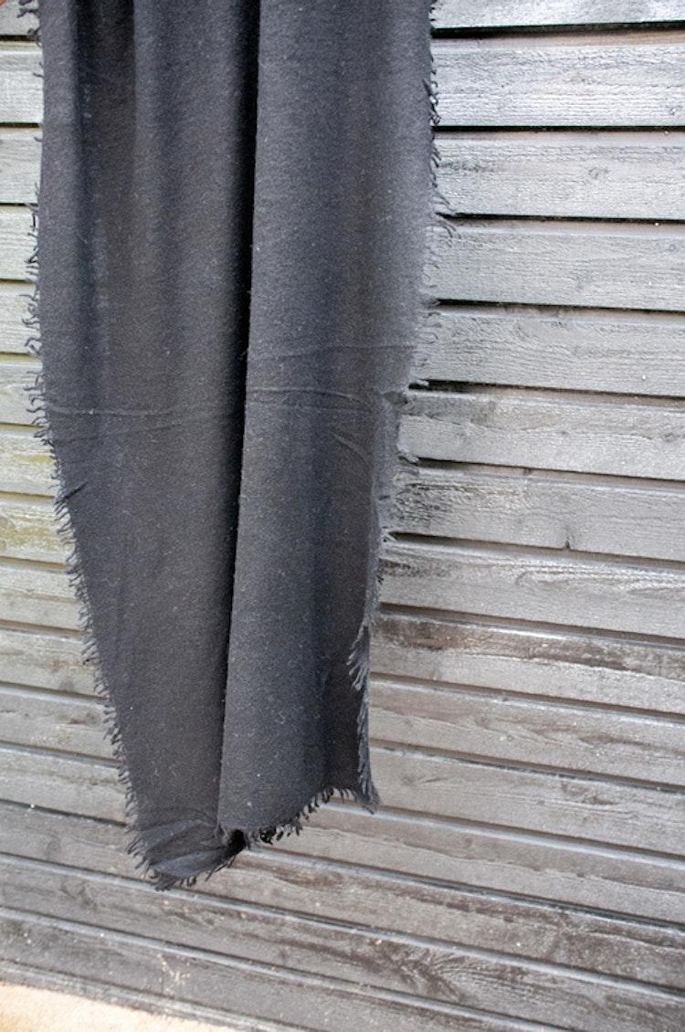 Natural cashmere shawl black