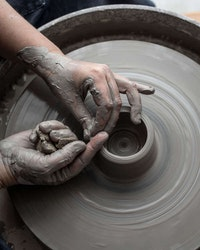 Dreja och formge i keramik