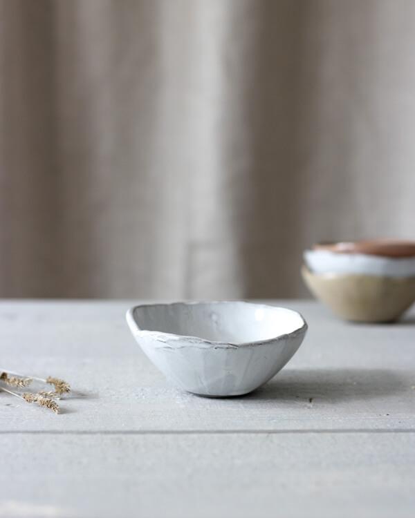 Jord liten keramikskål vit