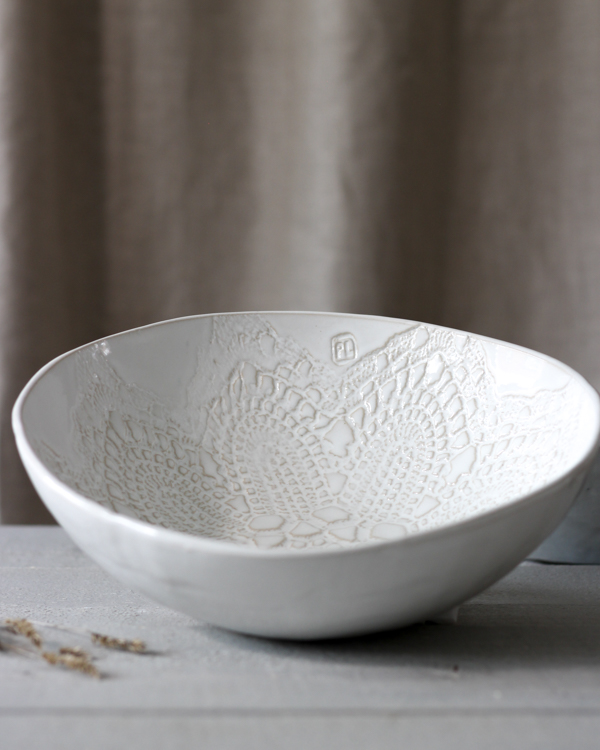 Keramik salladsskål med vit glasyr