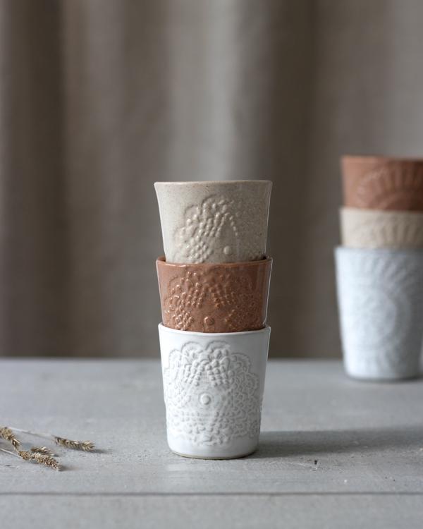Espresso keramikmugg i glasyrerna creme, rost och vit