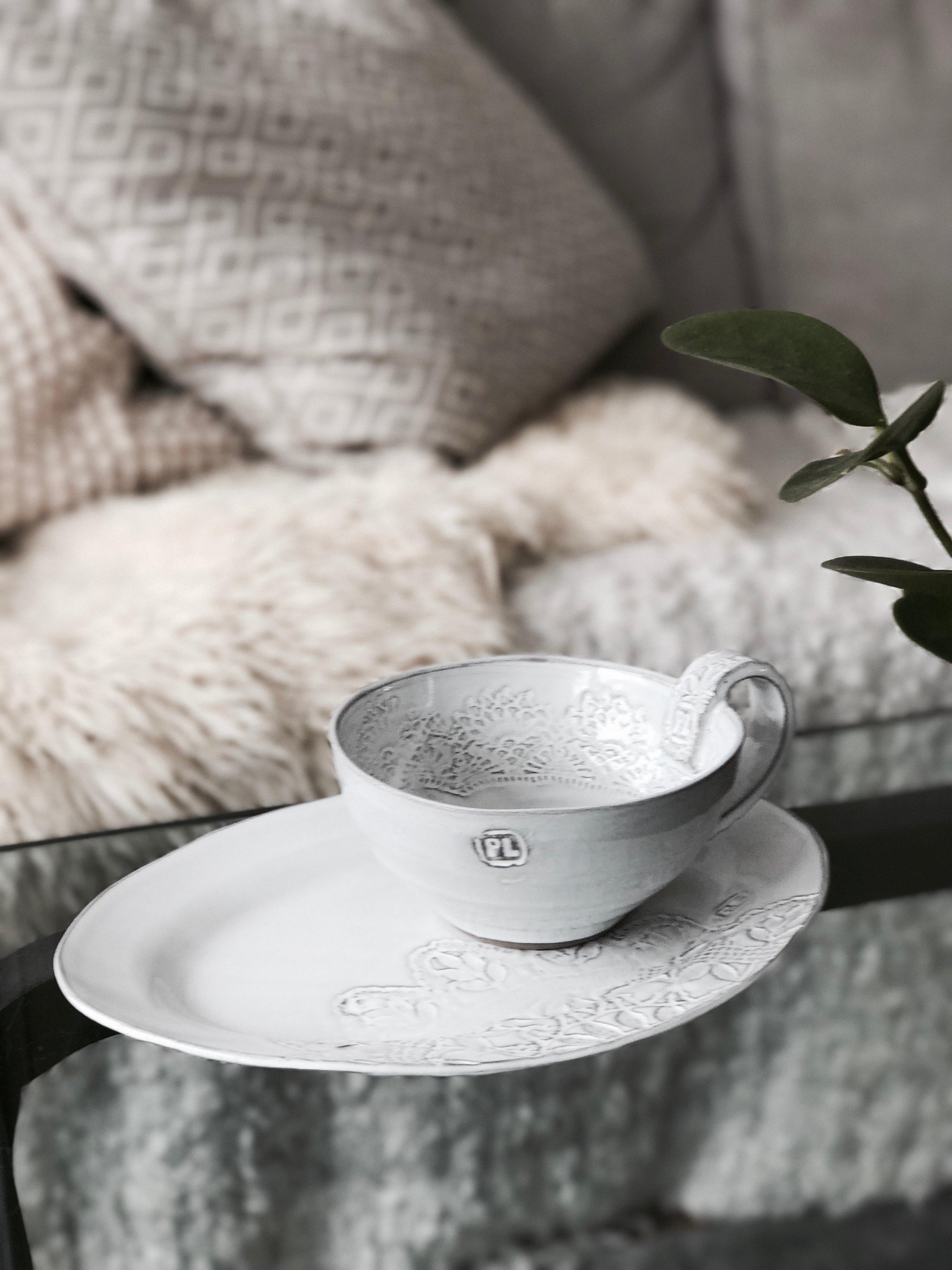 Stor keramikkopp i grålera med vit glasyr