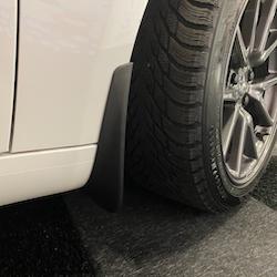 Tesla clips + skruv för stänkskydd (hjulhus)
