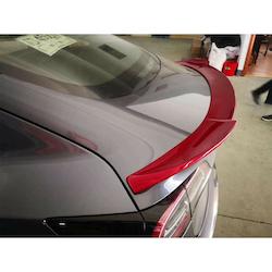 Model 3 Spoiler i ABS med rött utseende