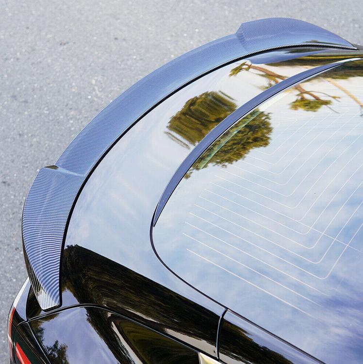 Model 3 Spoiler i ABS med kolfiber utseende