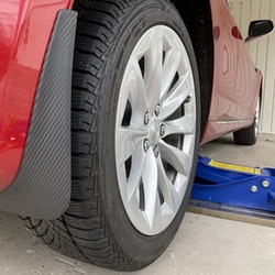 Model S Stänkskydd - Matt kolfiber ink skyddsfilm
