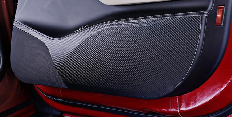 Model S kolfiber wrap skydd dörrar