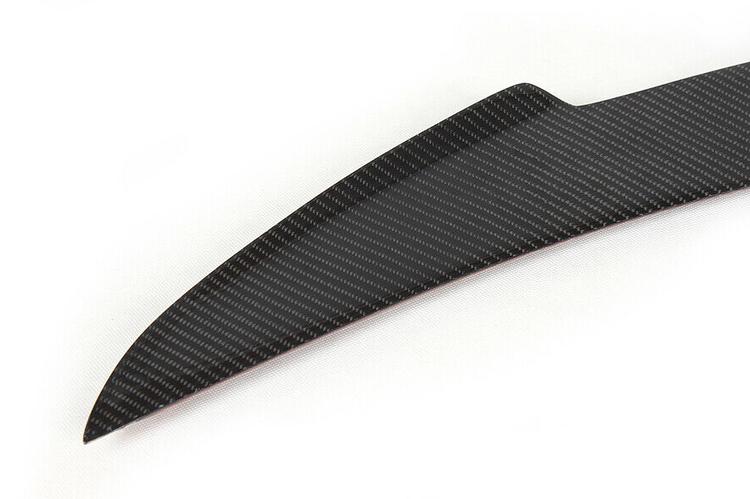 Model S Spoiler i blank kolfiber V-form