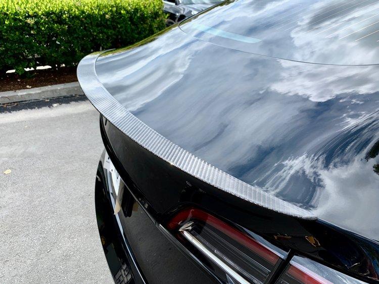 Model 3 Spoiler i kolfiber blank