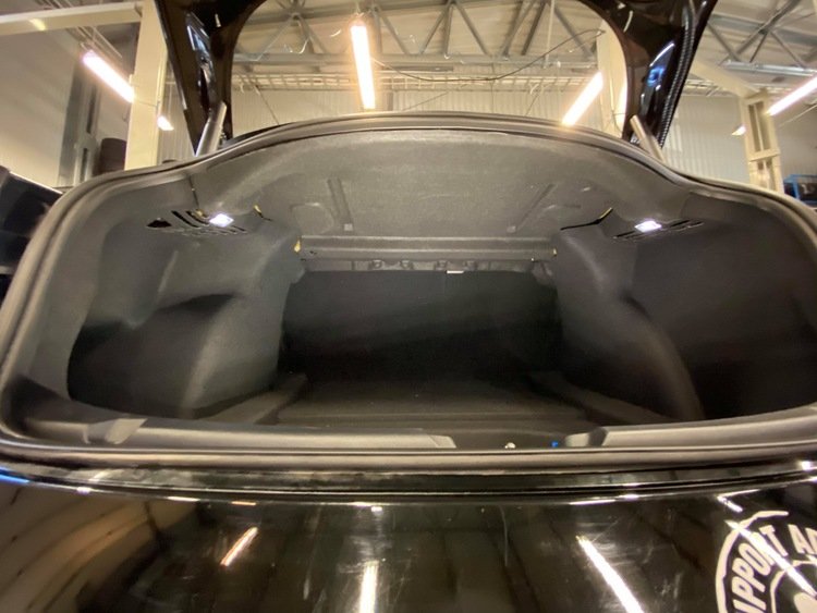 Model 3 bagagetyg för tak, ljudisolering
