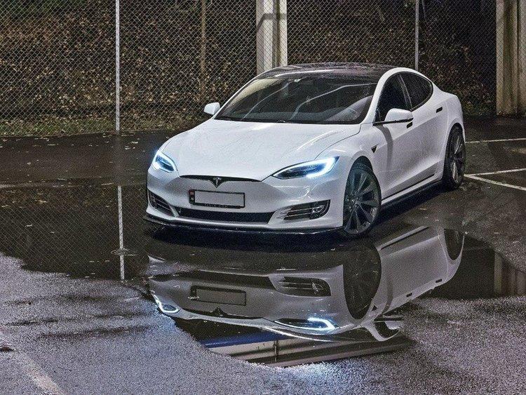 Model S sidokjol