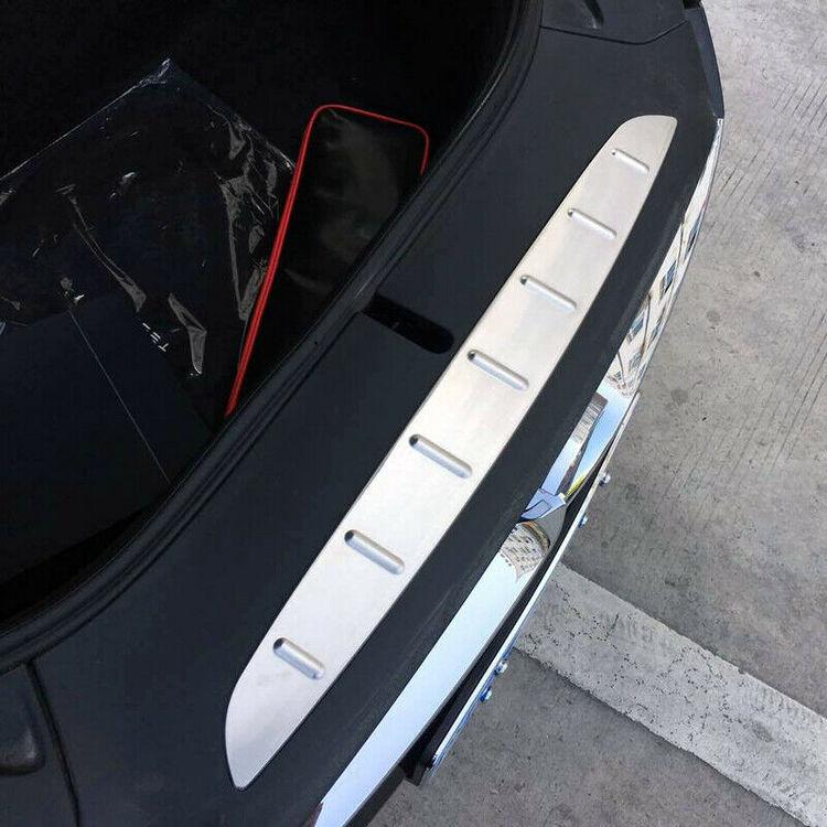 Model X lastskydd i metall för frunken silver/svart