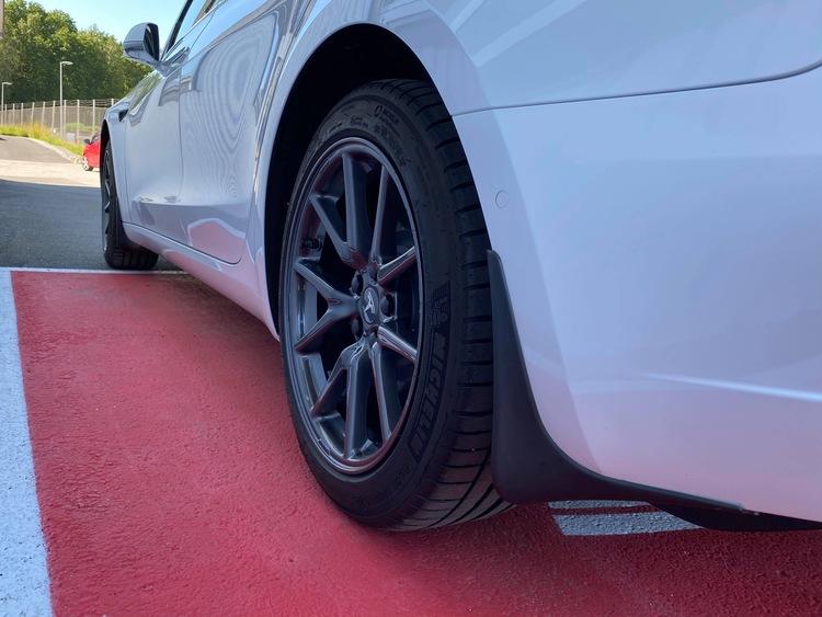 Model 3 Stänkskydd mattsvart kraftig modell ink skyddsfilm