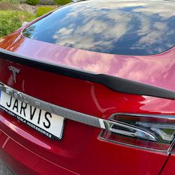 Model S Spoiler i matt kolfiber V-form  -- FYNDHÖRNAN
