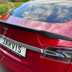 Model S Spoiler i matt kolfiber V-form
