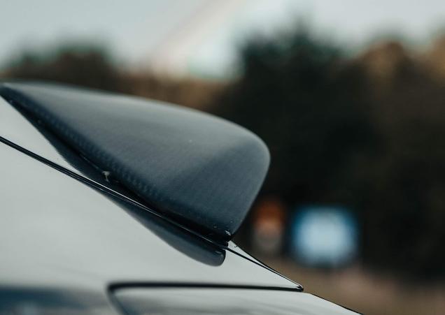 Model 3 V-spoiler kolfiber matt/blank