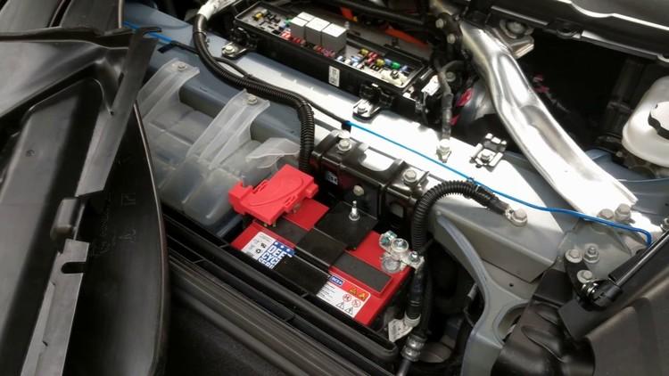 Model S 12V batteri