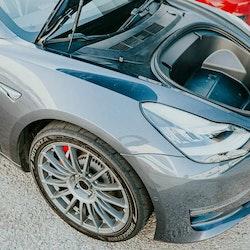 Unplugged Performance - Model 3 Autocross spec justerbar chocksats