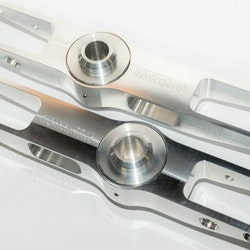 Unplugged Performance - Model 3/Y Billet höjd justerbara bakre fjädringsarmar