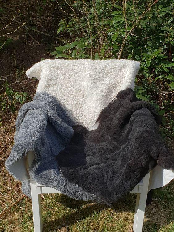 Lammfäll lockiga, vit el svart