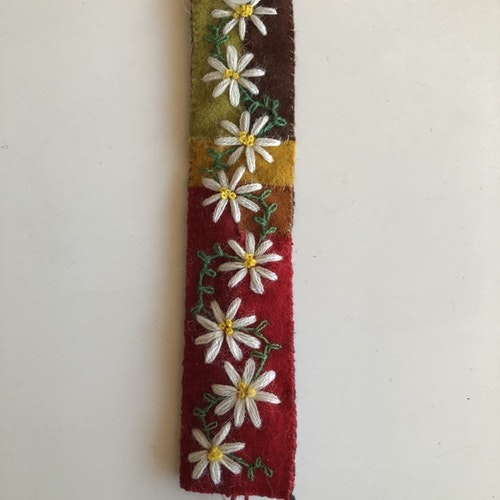 Armband i yllebroderi 19-19,5 cm.   Flera varianter