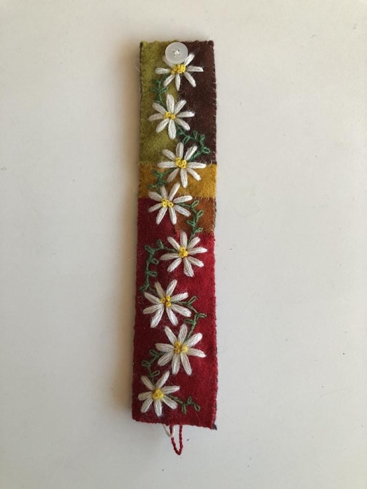 Armband i yllebroderi 19-19,5 cm