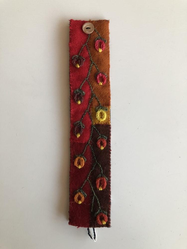 Armband yllebroderi 20-21cm.  Flera varianter