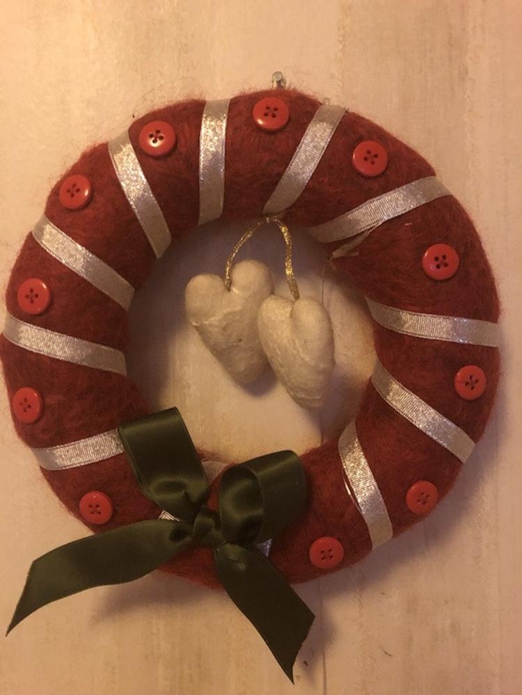 Tovade julkransar av egen ull från Gotlandsfår. Olika modeller