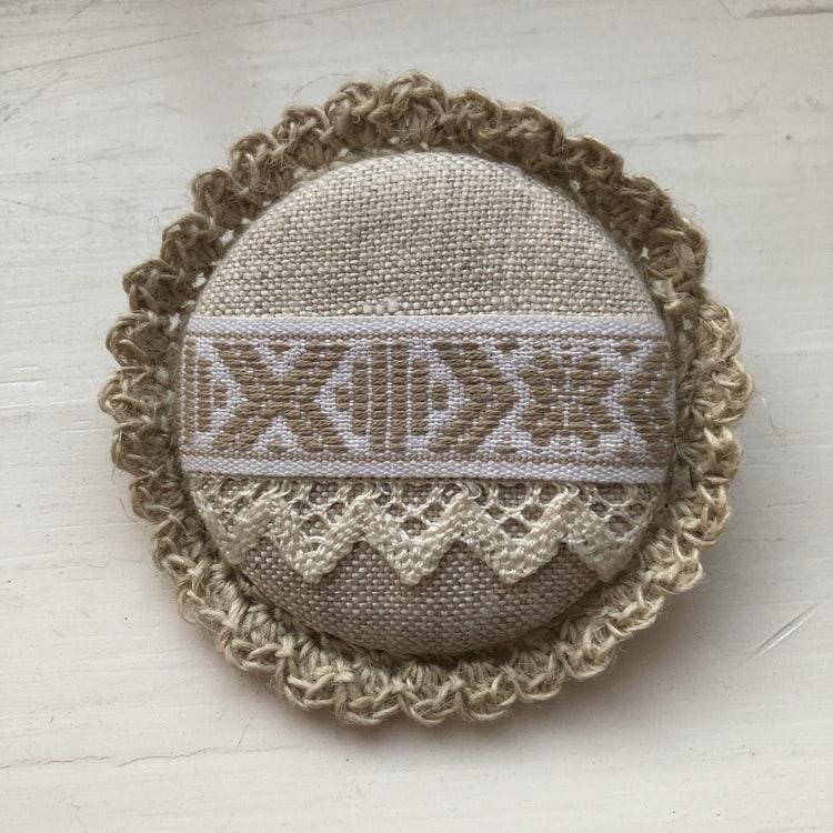 Brosch Handgjord 5cm i diameter