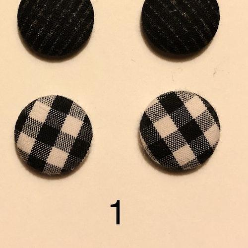 Två par klädda örhängen i olika färg och mönster 15mm
