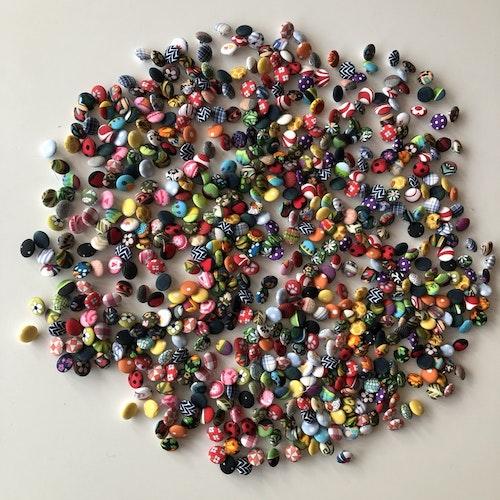Klädda knappar i olika färger och mönster 8 st 15 mm
