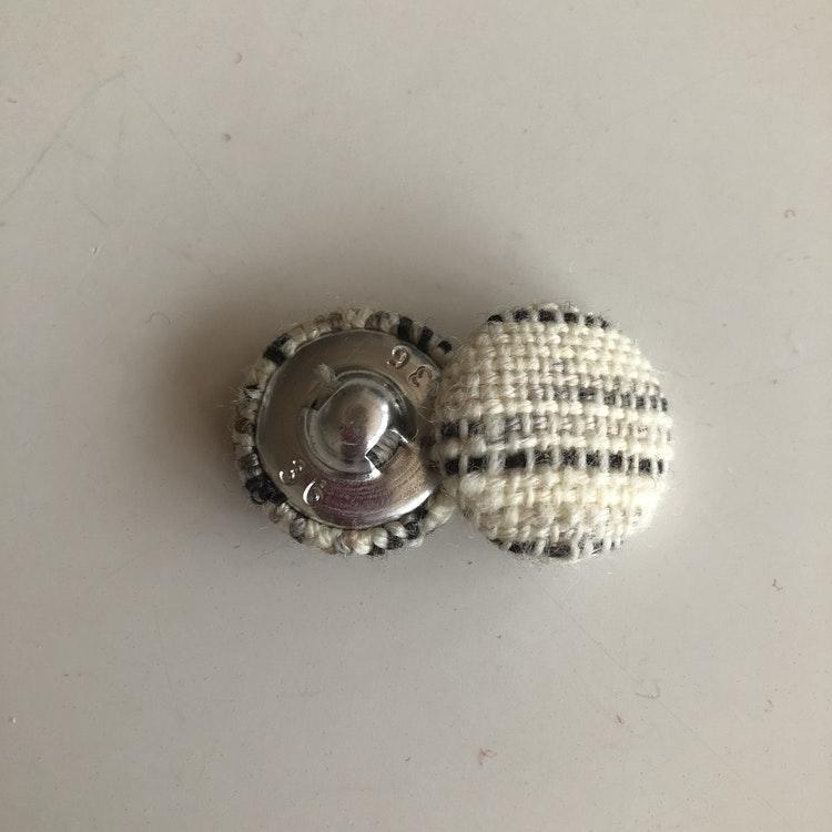 Handvävda knappar.  24 mm