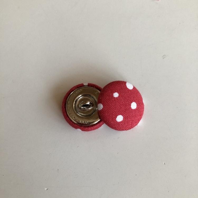 Prickiga knappar 23 mm