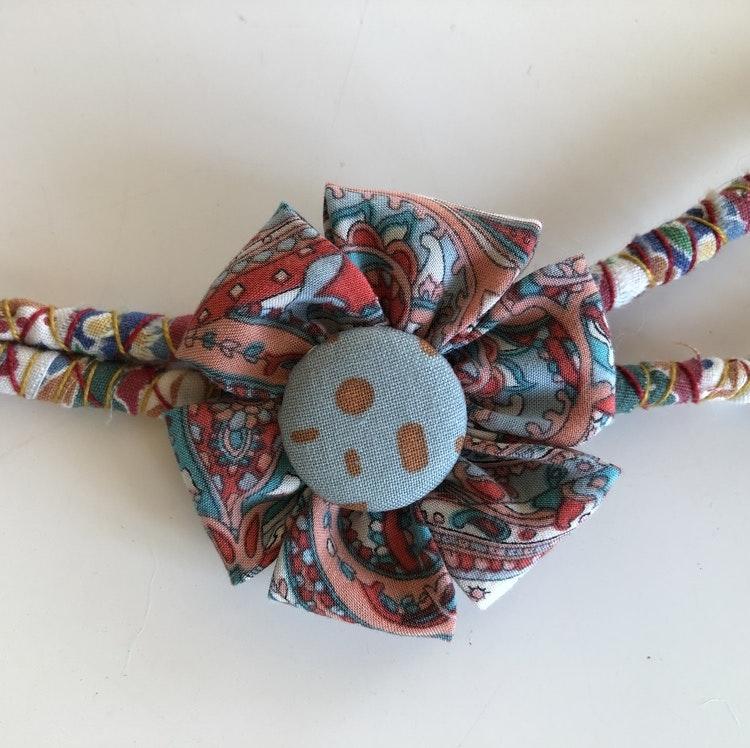 Halsband återbruk av mattrasor
