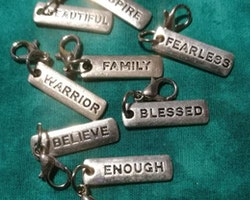 Charms med text