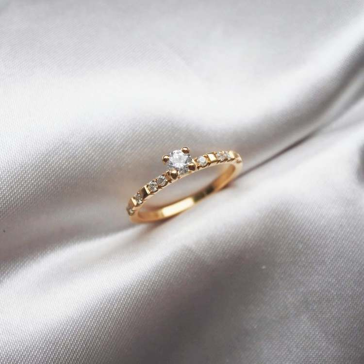 """Vega Sparkle"" ring with TW/VS diamonds"