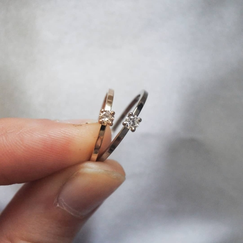 """Stellar"" ring med en 0.10ct champagne diamant"