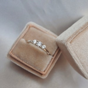 """Capella"" Ring with W/SI diamonds in gold"