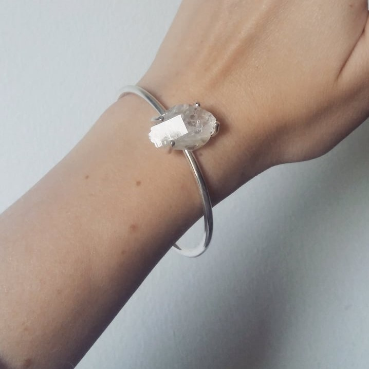 """Swedish Ice"" bangle in silver with a raw swedish rock crystal"