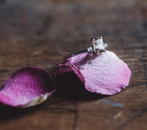 """Radiant"" ring in gold with a champagne morganite"