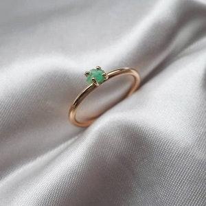 """Minnesund"" ring in gold with a raw emerald found in Minnesund, Norway"