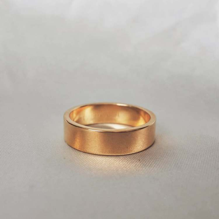 """Mars"" 6mm gold ring"
